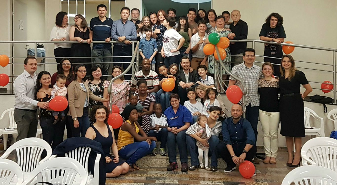 Igreja de Curitiba celebra a Santa Ceia e mais um ano de vida do pastor