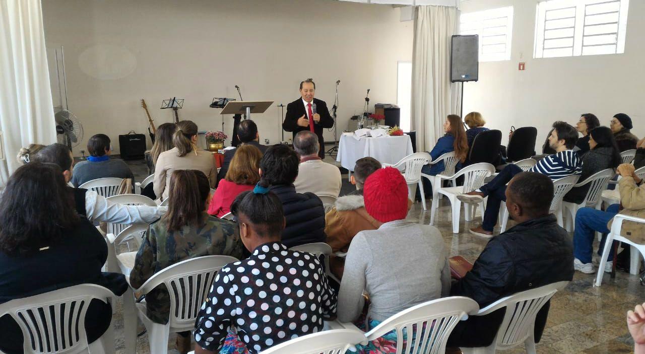 Igreja de Curitiba celebra a Santa Ceia