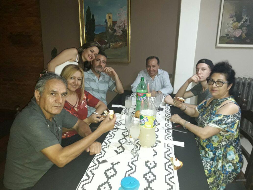 Pr. Martin Jesus Blas em comunhão com o Pr. Marcos Garcia e irmãos da igreja do Movimiento Cristiano y Misionero, em Lanuz, na grande Buenos Aires
