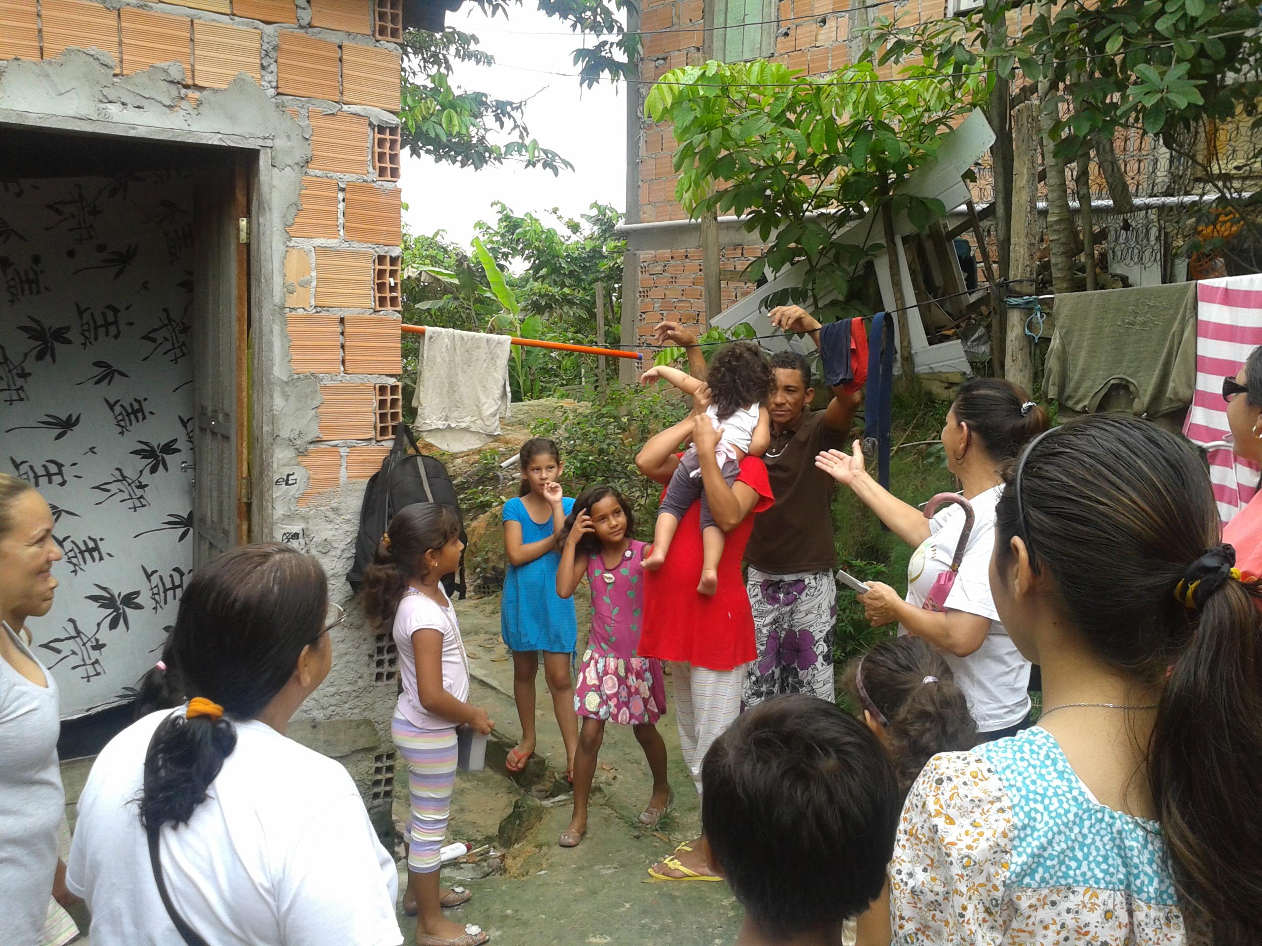 Em 2013, o foco é o de atingir vidas por meio do evangelho, e o grupo de evangelismo sai nas ruas do bairro Monte das Oliveiras para levar uma palavra de amor às famílias que são vizinhas do templo.
