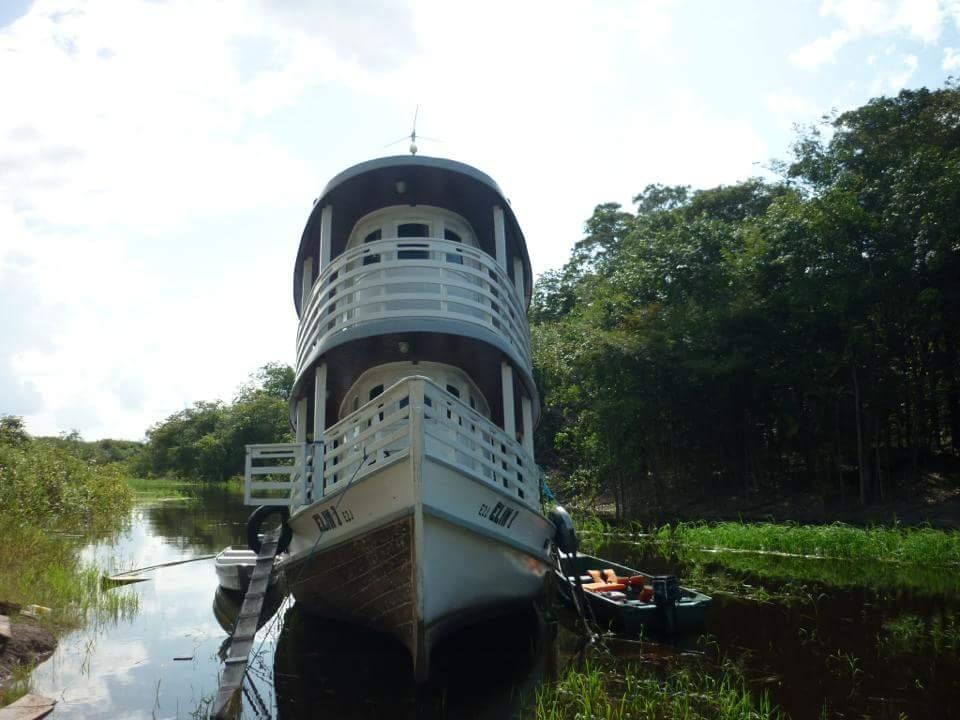 Atual embarcação da MCE, Elim I, para viagens missionárias no interior do Amazonas.