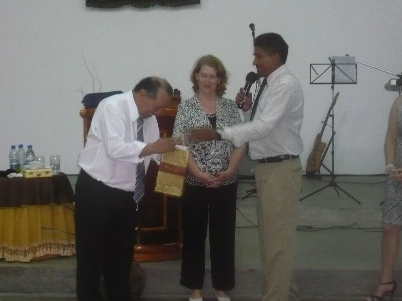Culto de despedida dos pastores Martin e Nilah Blas, que seguem à Maringá, no Paraná, em 2011, para cuidar das demais obras que se expandem pelo Brasil