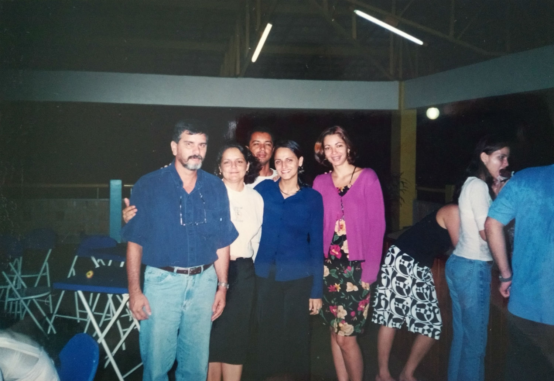 No final do ano de 2003 nos despedimos do Pr. Uéliton e sua família, que retornaram a Bauru/SP, deixando muitas saudades entre os irmãos. Eles exerceram seu ministério na MCE em Manaus com amor e dedicação por 9 anos.