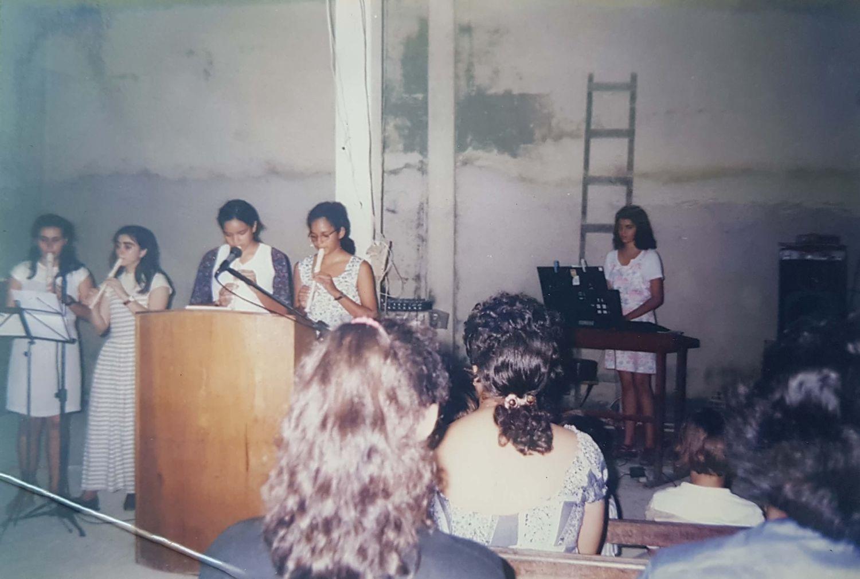 Os jovens se levantam para servir ao Senhor de várias formas, na pregação da Palavra, na adoração, no louvor.