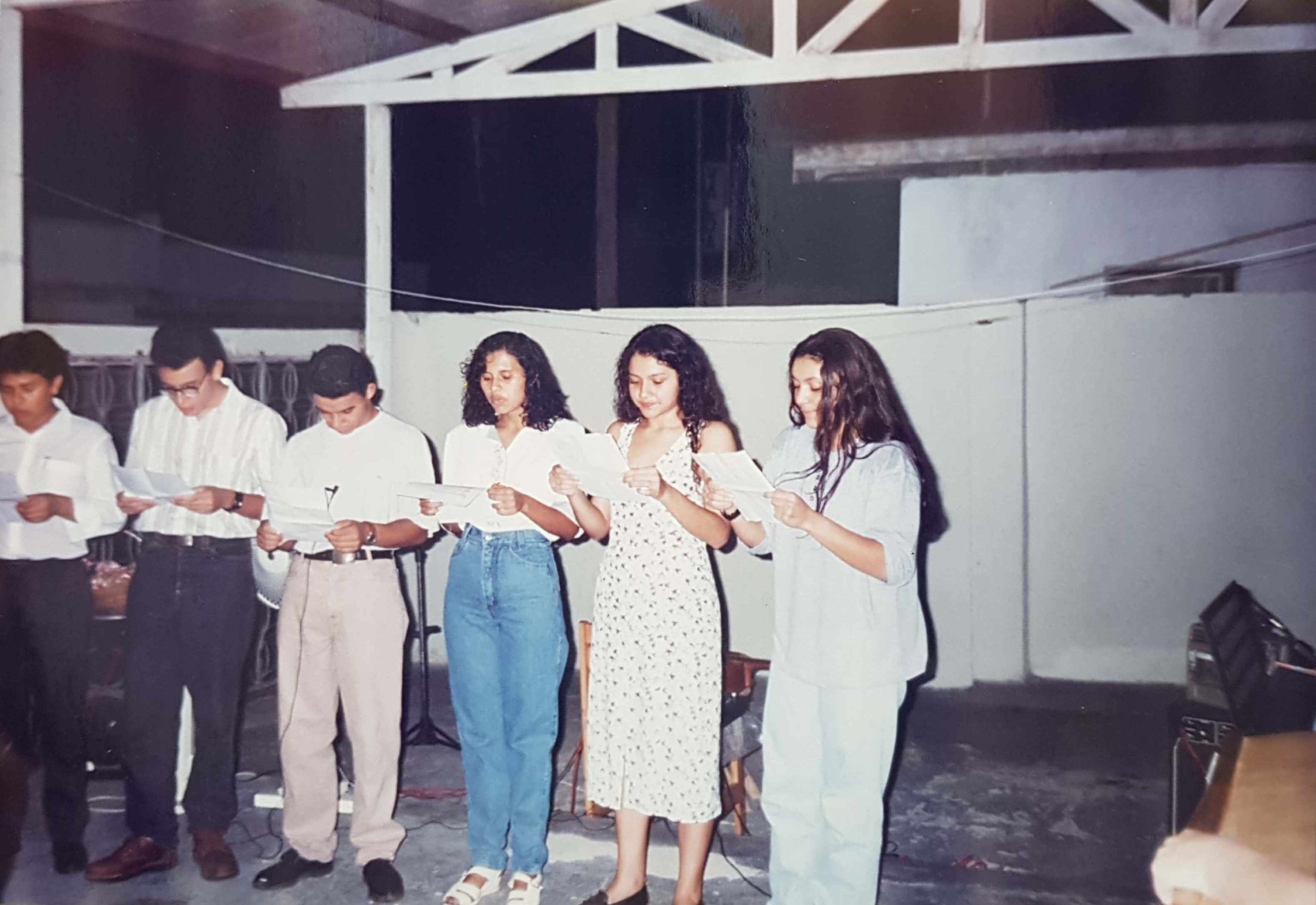 O ano de 1994 se caracterizou por uma colheita abundante, mediante a qual muitos jovens e famílias foram acrescentadas. Reconhecem algum desses jovens? Hoje são pastores e obreiros em vários lugares.