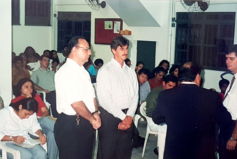 Os irmãos Oldemar Ianck e Sérgio Pires são separados como presbíteros da igreja de Manaus.