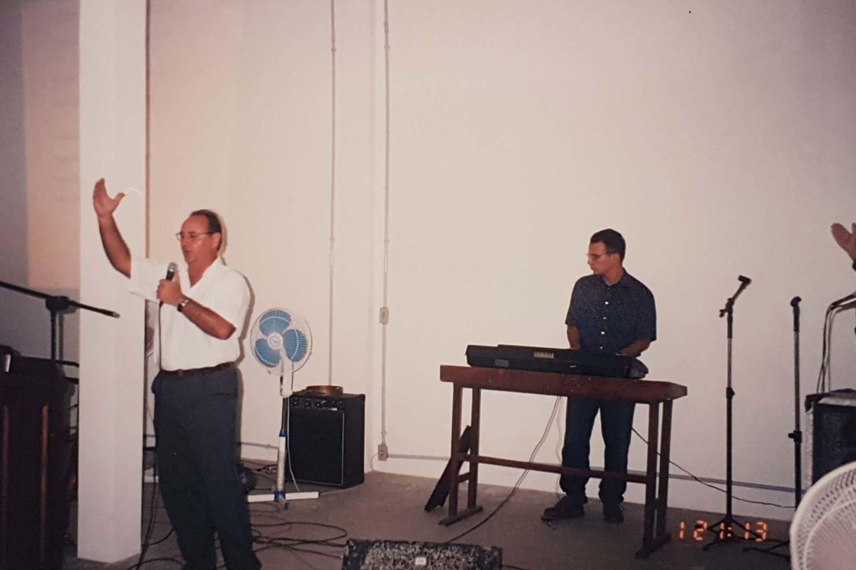 No ano de 1998, os irmãos Sérgio e Eloísa Pires são um apoio à igreja, por meio do ministério ao qual Deus lhes chamou: louvor e adoração.