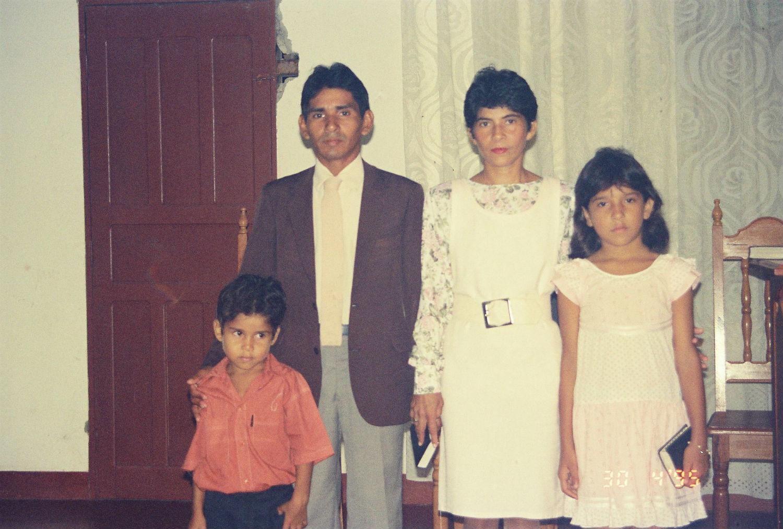 Pastores Ananias e Iraneide de Almeida, com seus filhos Elitha e Ecthon, da MCE Silves