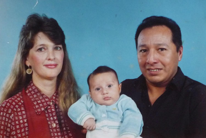 Pastores Martin e Nilah Blas, com seu filho Samuel