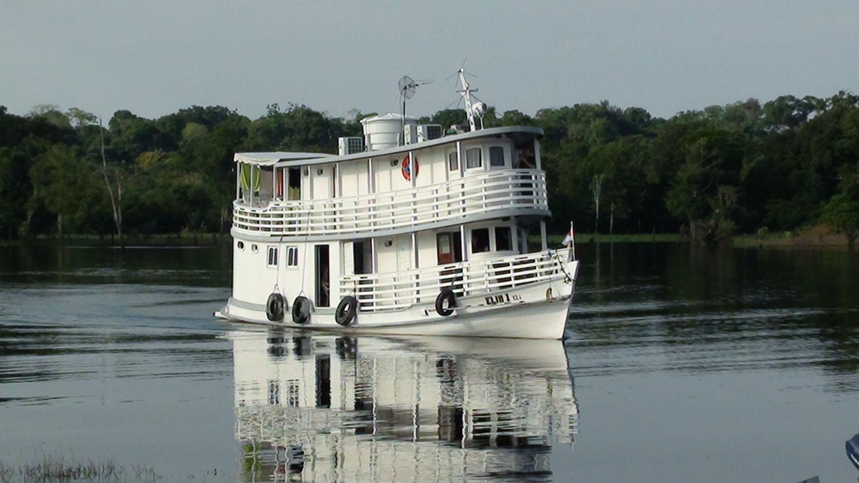 Barco Elim, da MCE, em viagem ao interior do Amazonas