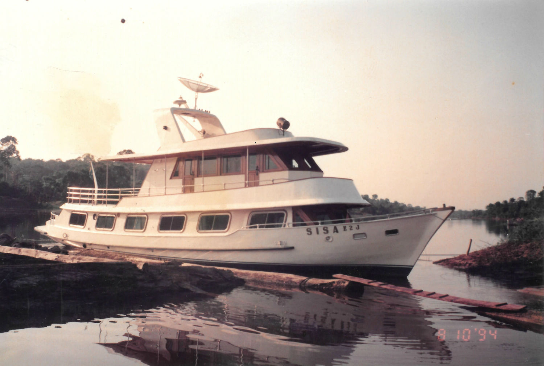 Barco da Missão Cristo Redentor em viagem ao interior
