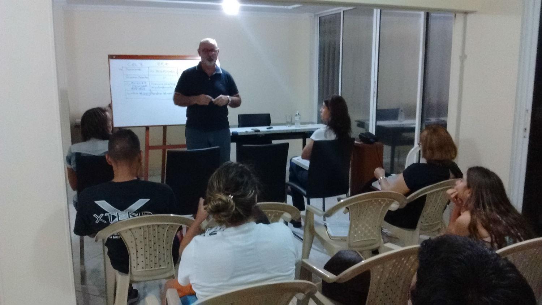 Abril de 2016 - Escola para Pais - Ministração dos pastores Sérgio e Eloísa Pires (MCE Belém)