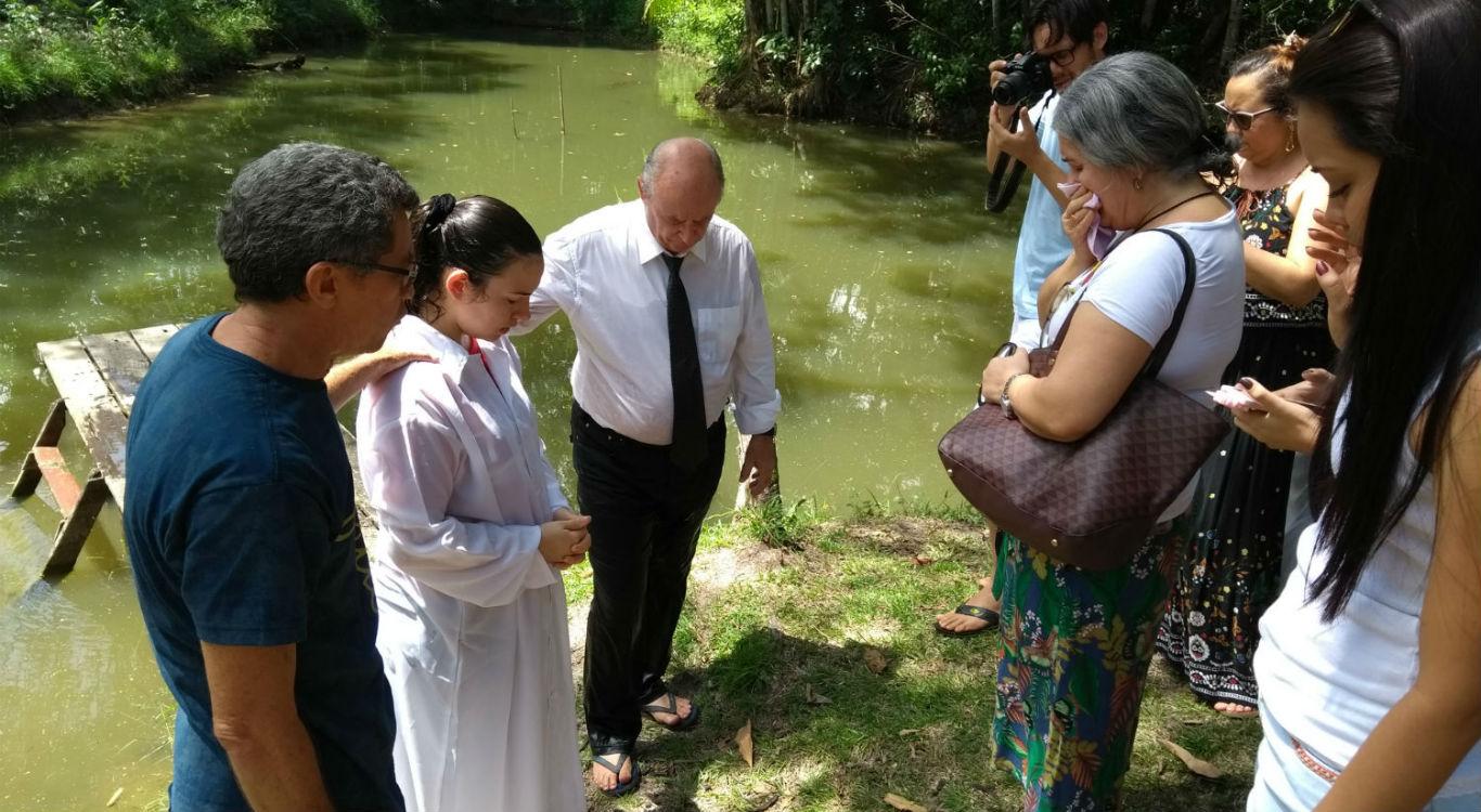 MCE Belém realiza batismo | Missão Cristã Elim